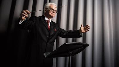 Den Taktstock fest im Griff: Guido Schwalt ist schon mehr als sein halbes Leben lang Dirigent bei der Stadtmusik Rorschach. (Bild:Mareycke Frehner)