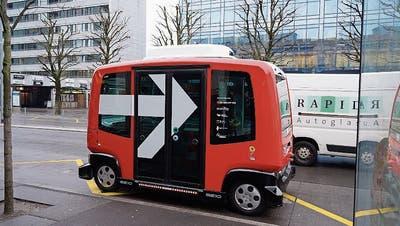 Das Pilotprojekt des selbstfahrenden Busses MyShuttle geht in die nächste Runde. (Bild: Christopher Gilb (Zug, 26. März 2018))