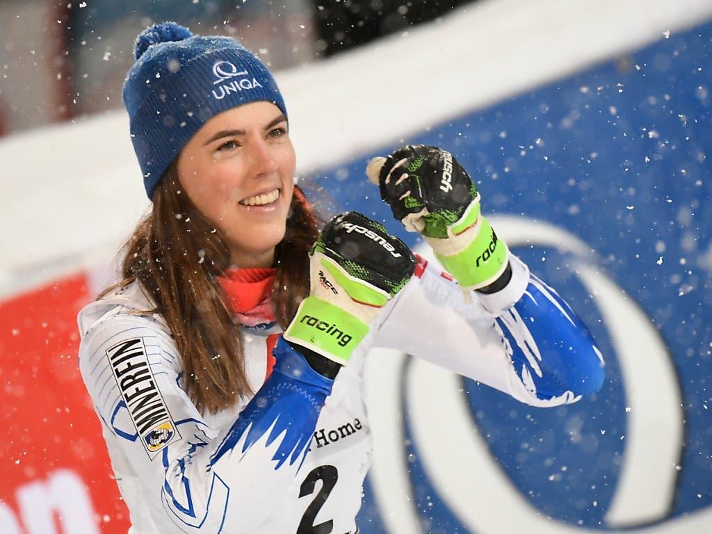 Petra Vlhova ist überglücklich - endlich Shiffrin geschlagen (Bild: KEYSTONE/EPA/CHRISTIAN BRUNA)