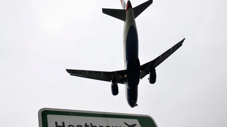 Am Dienstagabend kam es zu Drohnensichtungenam Flughafen Heathrow. Daraufhin stellte der Flughafenbetreiber zur Sicherheit den Flugverkehr ein. (Bild: Keystone( Hannah McKay)