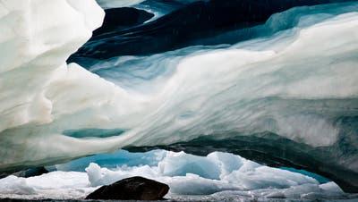 Diese Aufnahme der Höhle im Morteratschgletscher ist im Juni 2011 entstanden. (Bild: Hanspeter Schachtler)