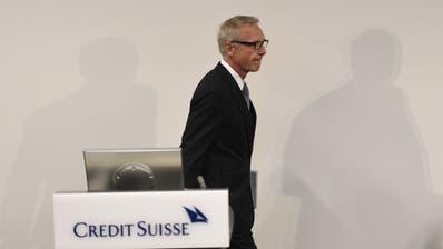 Der zur UBS übergelaufene Iqbal Khan (Chef Vermögensverwaltung), Tidjane Thiam (Chef Credit Suisse) und Urs Rohner (VR-Präsident der Credit Suisse). (Bild: KEY)