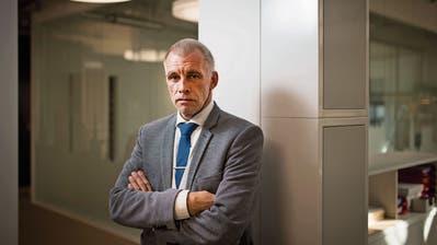 Nur die Hände verraten den Handwerker: Unternehmer Norbert Feldmann will ins Stöckli. (Bild: Benjamin Manser)