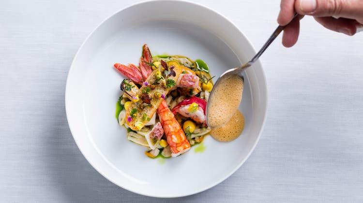 Eine Bouillabaisse, interpretiert von Laurent Eperon, Chefkoch im Restaurant Pavillon (Baur au Lac) in Zürich, einem der Leitsterne der neuen französischen Küche. Bild: Pavillon