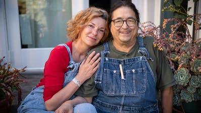 Die Schweizer Autorin Milena Moser und ihr Partner Victor-Mario Zaballa leben in den USA. Bild: David Butow