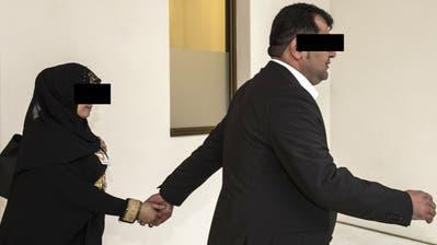 Der verurteilte Terror-Unterstützer R.S. hatte Zugang zum Bundeshaus – er kam als Journalist. Er stand 2014 vor demBundestrafgericht, hier mit seiner Frau. (Bild: Keystone)