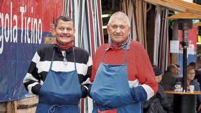 Peter Schindelholz (links) hat von Gust Gahler vor einigen Jahren die Leitung der «Pergola Ticino» übernommen. (Bild: Hanspeter Schiess)
