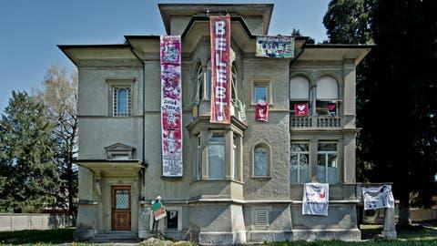 Die besetzte Villa an der Obergrundstrasse. (Bild: Pius Amrein, Luzern 11. April 2016)