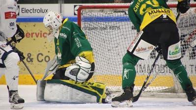 Thurgaus Goalie Nicola Aeberhard war gegen La Chaux-de-Fonds in Hochform und wehrte alle gegnerischen Schüsse aufs Tor ab. (Bild: Levin Steiner)