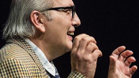 Thomas Götz als Arnold Schnyder in «Ergötzliches». (Bilder: Reto Martin)