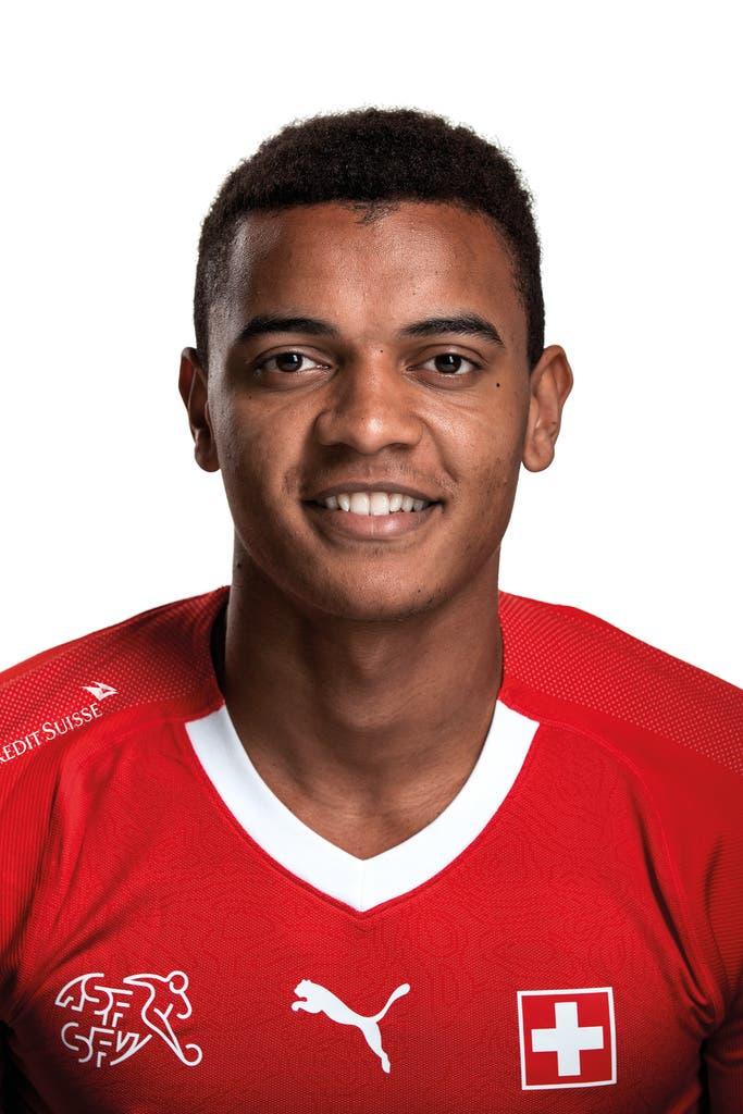 Manuel Akanji: 4,5Bei der Aktion in der 19. sieht er unglücklich aus. Lässt sich sonst nichts zu schulden kommen, aus dem Dortmunder Formtief  spielt er sich aber auch nicht.