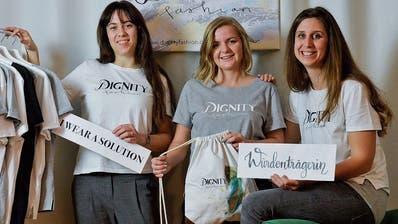 Rahel Bitzer, Sara Wörner und Corinna Göhler haben ihre eigene Modemarke namens Dignity Fashion gegründet. (Bild: Donato Caspari)