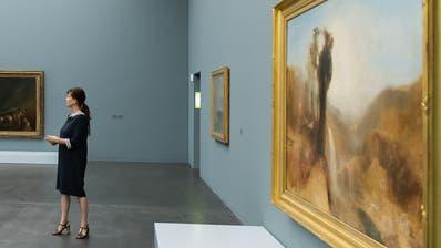 Eine der Führungen mit Kunstmuseumsdirektorin Fanni Fetzer durch die Turner-Ausstellung. (Bild:Elmar Bossard)