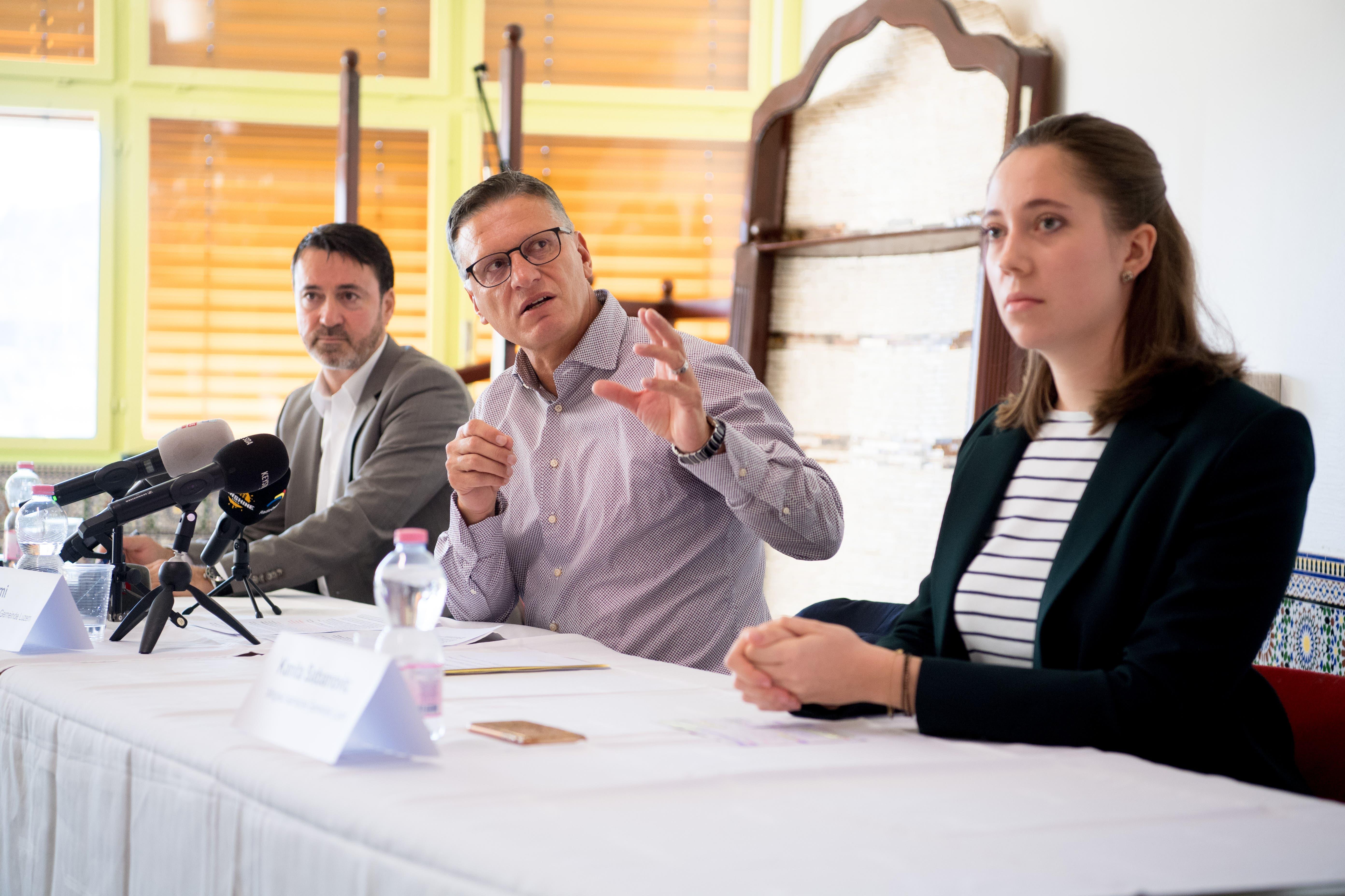 Hajrudin Velic Vizepräsident der Islamischen Gemeinde Luzern (IGL), Petrit Alimi Präsident und Kanita Sabanovic, Gemeindemitglied bei der Pressekonferenz.