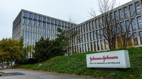 Der J&J-Campus an der Gubelstrasse in Zug. Hier willMédecins Sans Frontières am Donnerstagmittag gegen die Preispolitik des Pharmakonzerns protestieren. (Bild: Jan Pegoraro, 15. Oktober 2019)