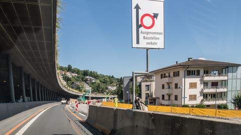 Bei der A2-Baustelle ist die Geschwindigkeit reduziert.(Bild: Corinne Glanzmann, Hergiswil, 17. September 2019)