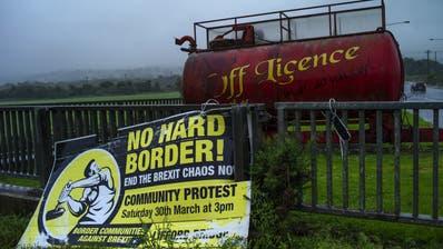 Ein Schild auf der nordirischen Seite der Grenze. Die Grenzfrage ist zur Gretchenfrage für den Austritt der Engländer aus der EU geworden. (Bild:Dan Kitwood/Getty )