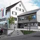 Die Verwaltung der Gemeinde Neckertal in Mogelsberg wurde erst vor wenigen Jahren komplett saniert und ausgebaut. (Bild: Urs M. Hemm)