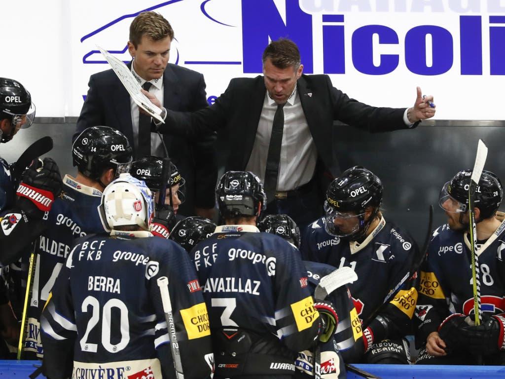 Findet den Draht zu seinen Spielern: Fribourg-Gottèrons Sportchef und Interimscoach Christian Dubé (Bild: KEYSTONE/PETER KLAUNZER)