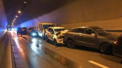 Elf Fahrzeuge waren in den Unfall verwickelt. (Bild: Luzerner Polizei, 18. Oktober 2019)