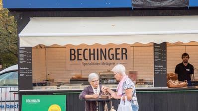 Wegen einer Reklamation musste die Metzgerei Bechinger2018 ihr Logo am Standdach abdecken. (Bild: Urs Bucher, 18. Oktober 2018)