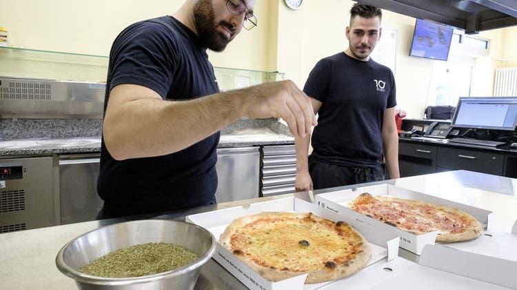 Federers Pizzaiolo des Vertrauens: So entstehen die berühmten Ballkinder-Pizzen