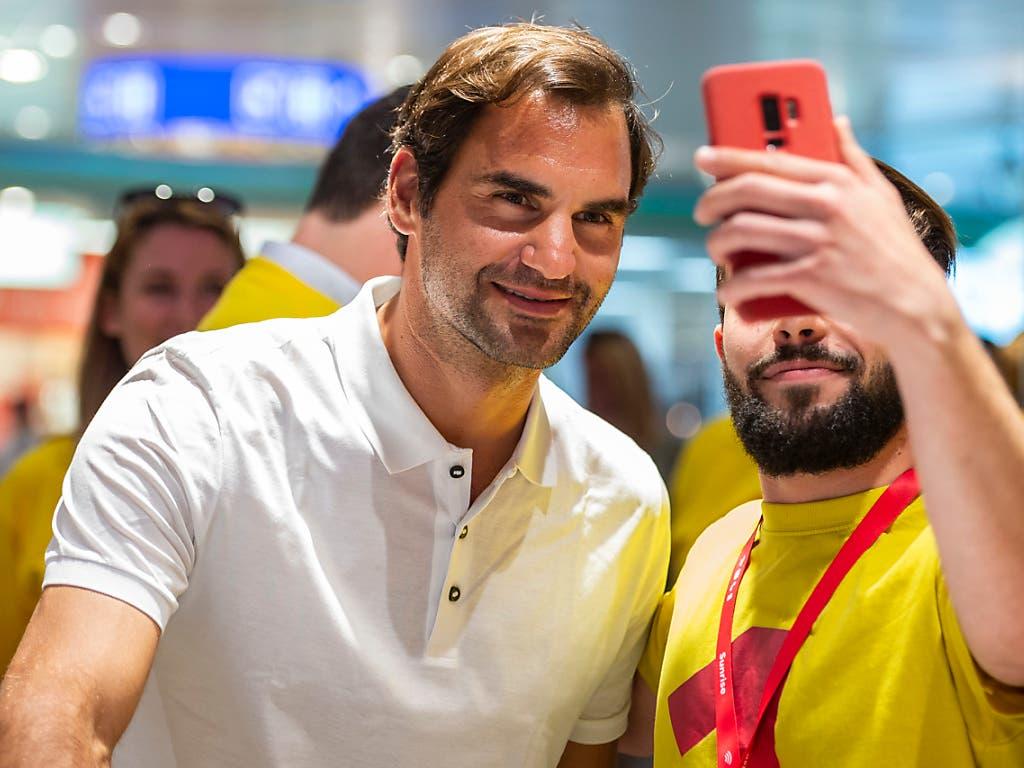 Dass Tennis-As Roger Federer auf seinem Instagram-Account Markenlogos präsentiert, ist für die Lauterkeitskommission keine Schleichwerbung. (Bild: KEYSTONE/PATRICK HUERLIMANN)
