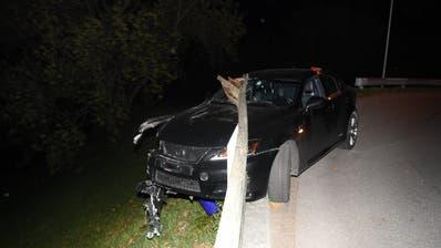 Der Fahrer dieses Autos musste seinen Ausweis abgeben - er war fahrunfähig unterwergs. (Bild: Kapo SG)