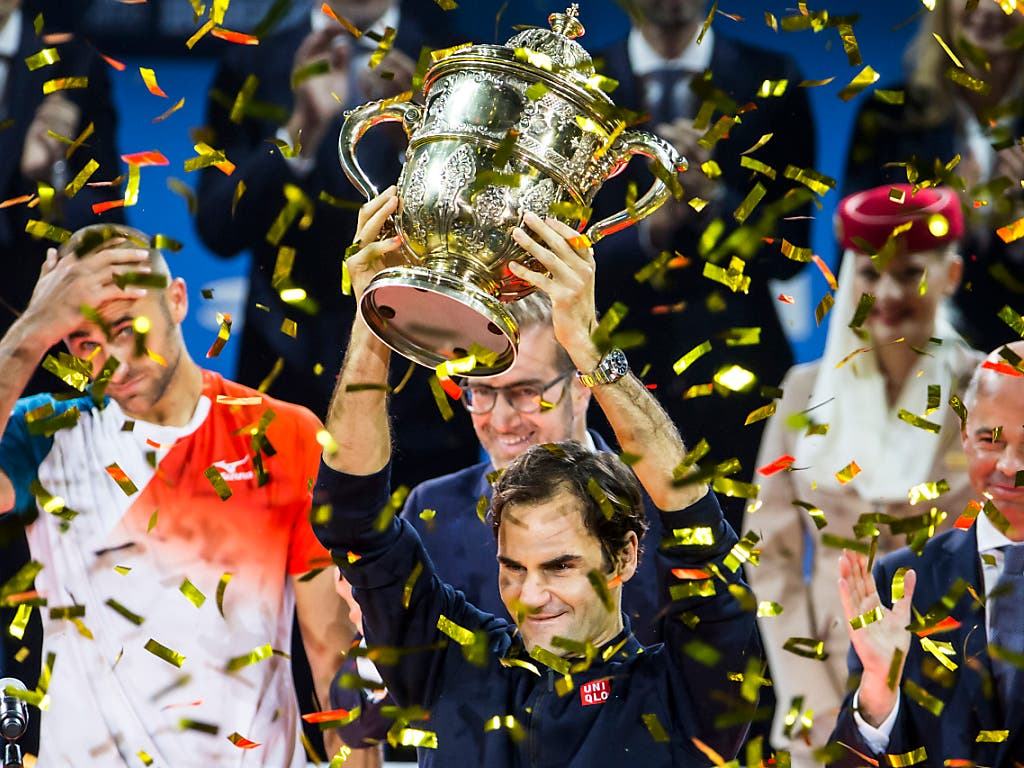 Roger Federer strebt bei der 50. Ausgabe der Swiss Indoors in Basel seinen zehnten Sieg an. Vor einem Jahr gewann er den Final gegen den Rumänen Marius Copil nach Rückstand in beiden Sätzen in 94 Minuten 7:6 (7:5), 6:4 (Bild: KEYSTONE/ALEXANDRA WEY)