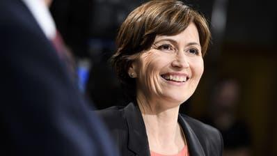 Hat gut lachen: Die Partei von Grüne-Präsidentin Regula Rytz gewinnt auf einen Schlag 16 Sitze im Nationalrat und kann die Fraktion so mehr als verdoppeln (Bild: Anthony Anex/Key)