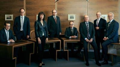 Bald ein Bild der Vergangenheit: Drei Mitglieder der heutigen St.Galler Regierung müssen ersetzt werden (Benedikt Würth, ganz links, Heidi Hanselmann und Martin Klöti, ganz rechts) wie auch Staatssektretär Canisius Braun (sitzend).
