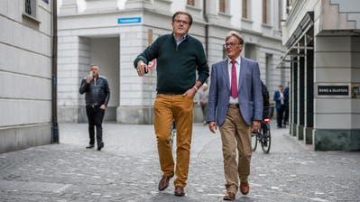 Der abgewählte Nationalrat Peter Schilliger (FDP, links) und FDP-Parteipräsident Markus Zenklusen am Wahlsonntag auf dem Weg zum Luzerner Regierungsgebäude. (Bild: Philipp Schmidli, 20. Oktober 2019)