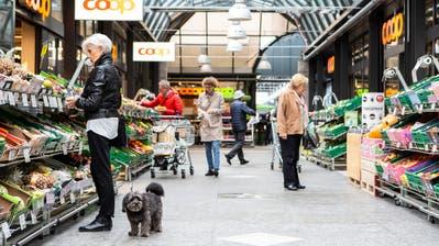 Längere Öffnungszeiten haben in Zug (im Bild die Neustadt-Passage) einen schweren Stand. Besonders kleinere Betriebe wehren sich, während Grossverteiler für eine Liberalisierung sind. (Bild: Patrick Hürlimann, Zug, 18. Oktober 2019)