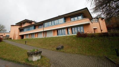 Das Schulhaus in Herdern: Hier werden Unter- und Mittelstufe untergebracht. (Bild: Donato Caspari)