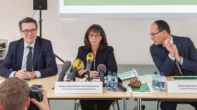 Präsentieren die Spitalstrategie: die Regierungsmitglieder Benedikt Würth, Heidi Hanselmann, Marc Mächler und Stefan Kölliker (von links). (Bild: Urs Bucher)
