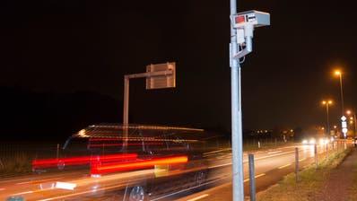 Am Ende des Autobahnzubringers bei Egnach registriert ein Scanner die Nummernschilder der vorbeifahrenden Autos. (Bild: Ralph Ribi)