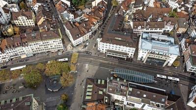 Gemäss der Idee «Vadian» soll die Rondelle weichen. Westlich von ihr sollen zwei neue Marktpavillons entstehen. (Bild: Michel Canonica)