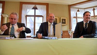 Gut gelaunt bei der Budgetpräsentation: Finanzchef Erwin Wagner, Stadtpräsident Max Vögeli und Stadtschreiber Reto Marty. (Bild: Mario Testa)