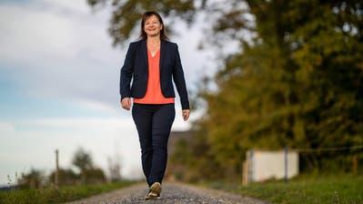 CVP-Frau Priska Wismer engagiert sich künftig im Nationalrat für den Kanton Luzern. Im Bild ist sie auf dem Stierenberg in der Nähe ihres Bauernhofs zu sehen. (Bild: Philipp Schmidli, Rickenbach, 24. Oktober 2019)