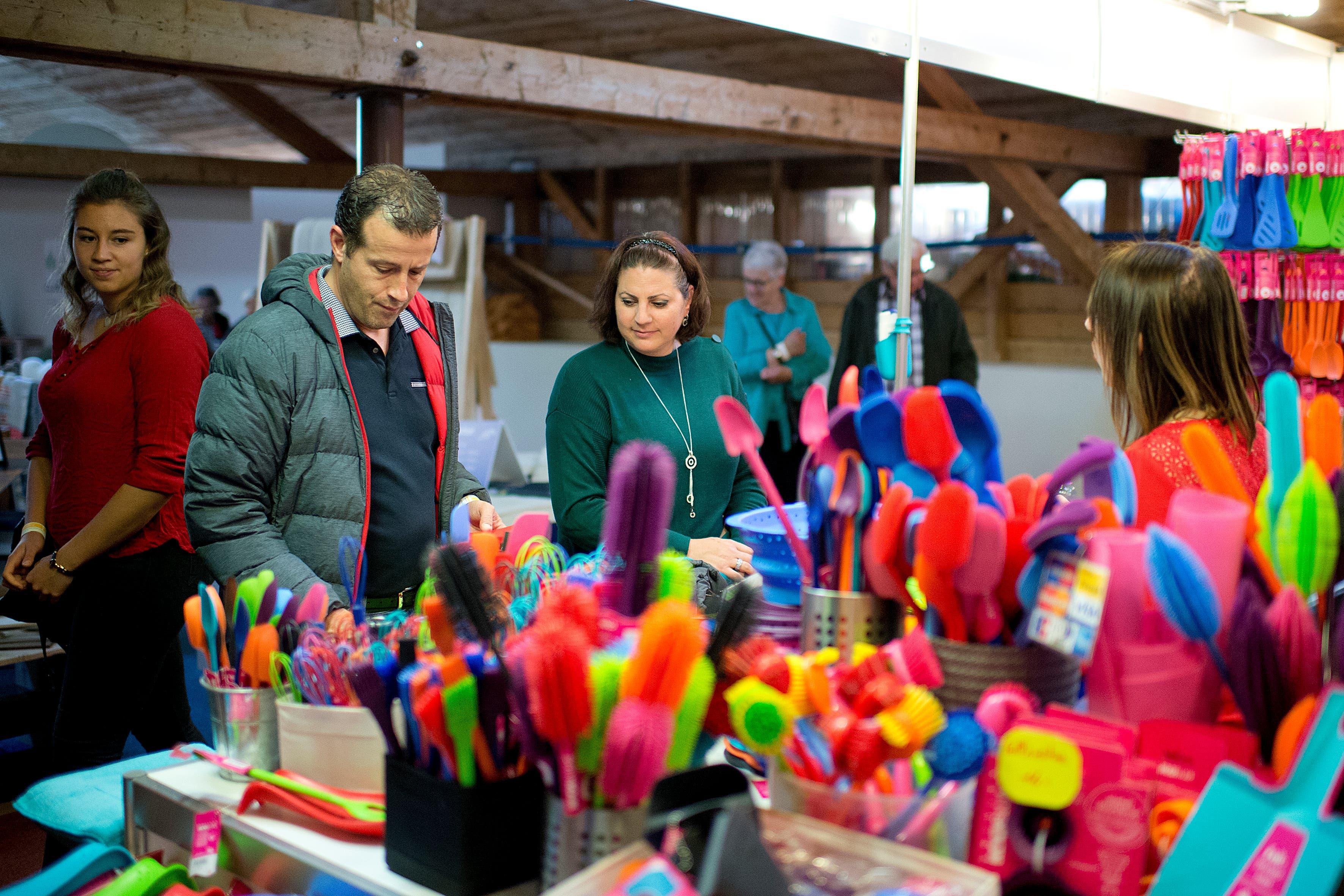 Hereinspaziert an der Zuger Messe 2019: Über 400 Aussteller zeigen hier ihre Produkte und Dienstleistungen. (Bild: Maria Schmid, Zug, 25. Oktober 2019)