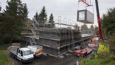 Hier entsteht das Schulhaus-Provisorium. (Bild: Boris Bürgisser, Luzern, 25. Oktober 2019)