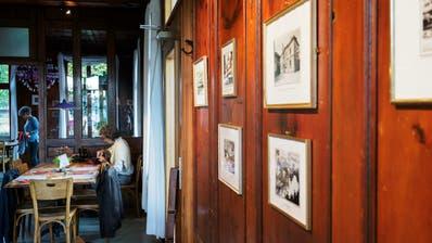 Gut einen Monat lang sind im Restaurant des Theaters Bilder aus der Sammlung des Toggenburger Museums zu sehen. (Bild: Sascha Erni)