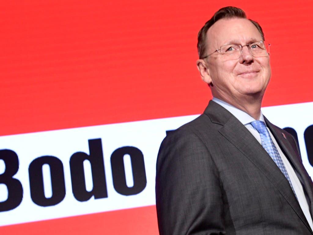 Strahlender Sieger Bodo Ramelow - führte seine Partei Die Linke auf über 30 Prozent -, ist aber noch lange nicht am Ziel, weiterhin Ministerpräsident von Thüringen zu bleiben. (Bild: KEYSTONE/EPA/JENS SCHLUETER)