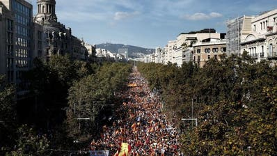 Grossdemos von Spanien-Anhängern und Separatisten in Katalonien