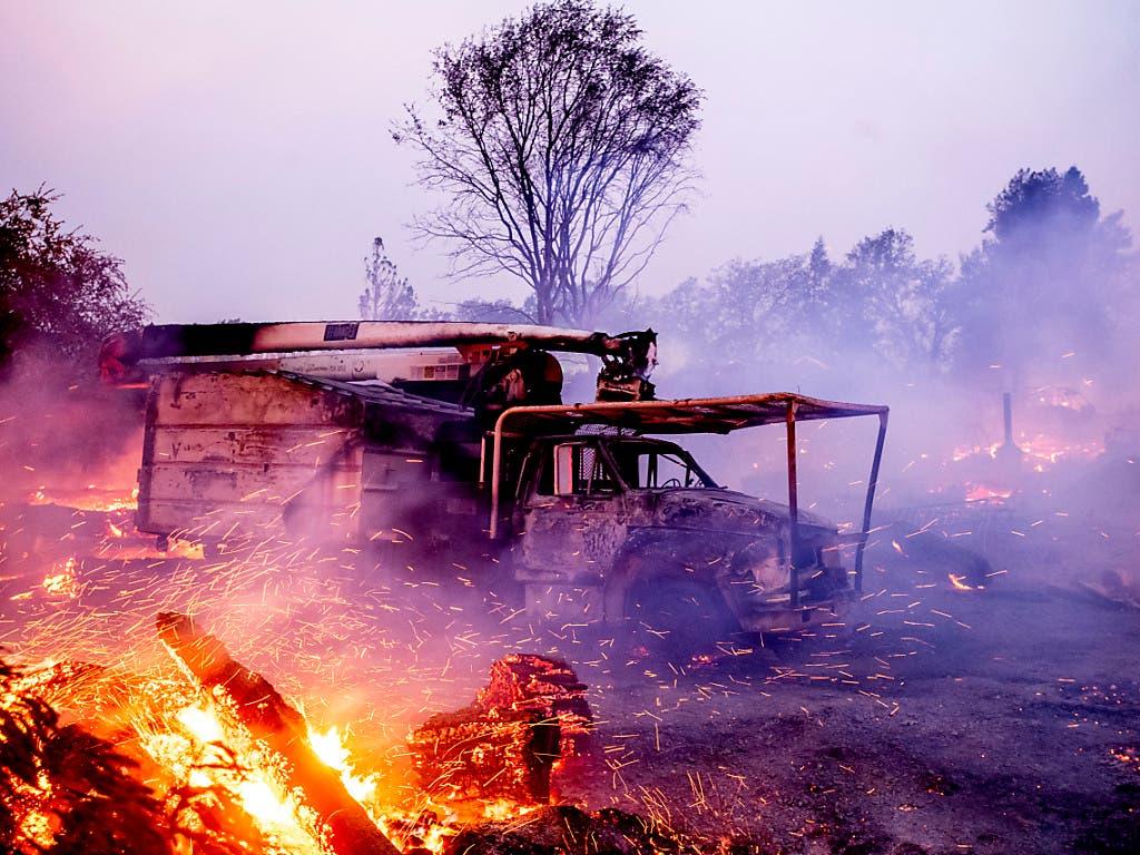 Waldbrände in Kalifornien zerstörten bereits zahlreiche Häuser und Fahrzeuge. (Bild: KEYSTONE/FR34727 AP/NOAH BERGER)