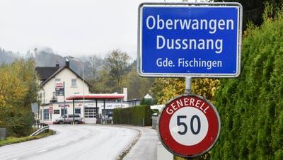 Auf der Fischingerstrasse ist derzeit bis zum Ortseingang Oberwangen Tempo 80 erlaubt. (Bild: Roman Scherrer)