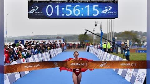 Jolanda Annen läuft als Siegerin über die Ziellinie. (Bild: PD)