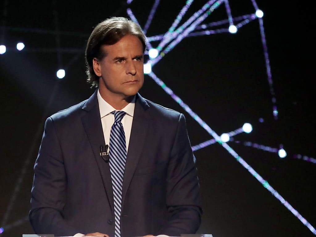Der 46-jährige Luis Lacalle Pou vom konservativen Partido Nacional wird in vier Wochen zur Stichwahl um das Präsidentenamt in Uruguay antreten. (Bild: KEYSTONE/EPA EFE/RAUL MARTINEZ)