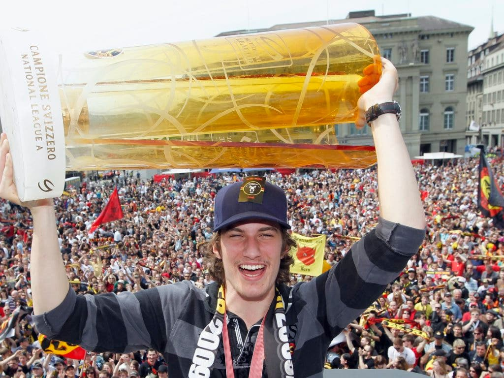 2010 feierte Josi mit dem SC Bern den Schweizer Meistertitel - danach wechselte er nach Nordamerika (Bild: KEYSTONE/PETER KLAUNZER)