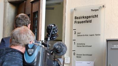 Ein Kameramann filmt vor dem Bezirksgericht Frauenfeld. (Archivbild: Donato Caspari)